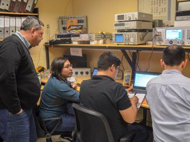 Profesionales de Eaton Chile se capacitaron en calibración de instrumentos en magnitudes eléctricas